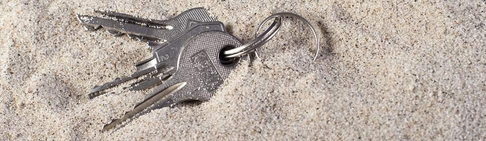 sleutels verloren in zand